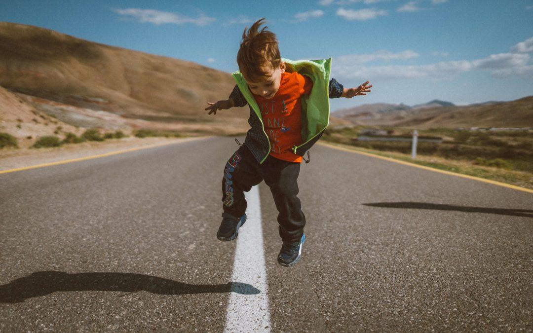 Les 5 besoins fondamentaux de l'enfant, selon la Pyramide de Maslow