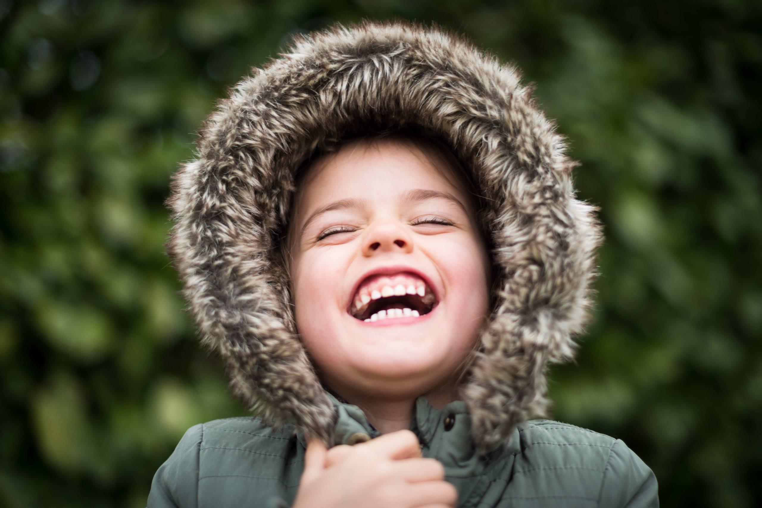 enfant hypersensible heureux qui sourrit