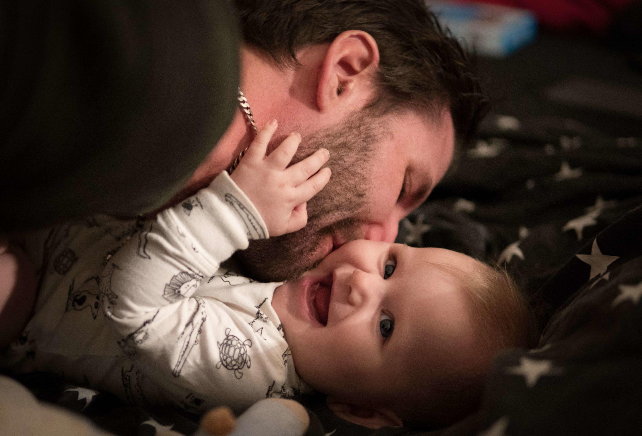 papa investi dans son rôle de père